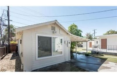 Fresno, Great Location, Studio Apartment. Washer/Dryer Hookups!