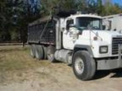 Used 2003 Mack RD688S for sale.