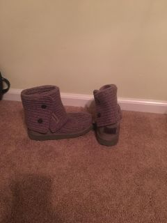 Girls Uggs size 4