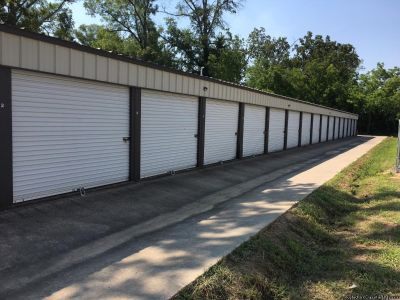 Off Thomas rd, 10x10 storage bldg for rent