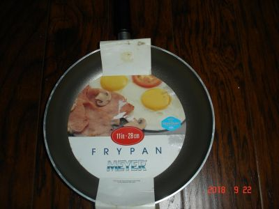 Non stick 11in Frying Pan-New