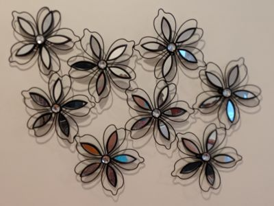 Mirrored wire flower wall hanging, black