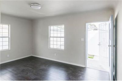 1bd/1ba free standing back unit with yard and garage, pet friendly
