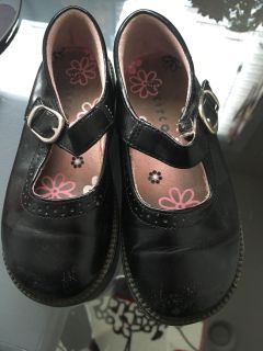 Little girls size 9.5 Mary Janes