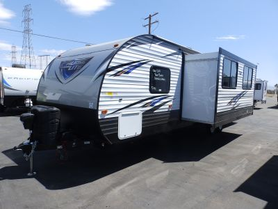 2019 Forest River SALEM 282QBXL,1 SLIDE, FRONT SLEEPER, OUTSIDE KITCHEN WITH BBQ, REAR TRIPLE BUNK BEDS, POWER PACKAGE, OUTSIDE SHOWER, SLEEPS 8