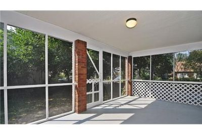 Entry level unit available in a charming Cape Cod, Prime location! Blocks to two Metro Stations