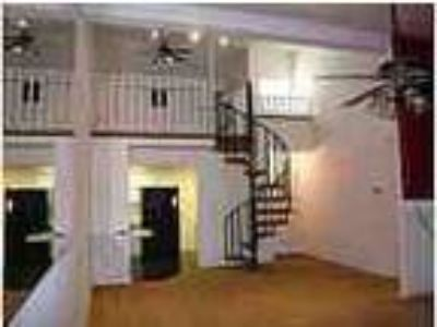 Awesome Townhouse Close To Campus