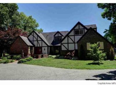 10 Woods End Ln Springfield, Could be a Bed and Breakfast or