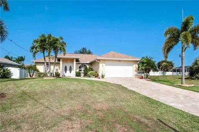 4520 SW 20th AVE Cape Coral Three BR, LOOK NO FURTHER!