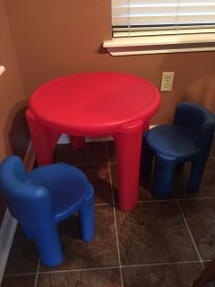 Little tykes table and two chairs