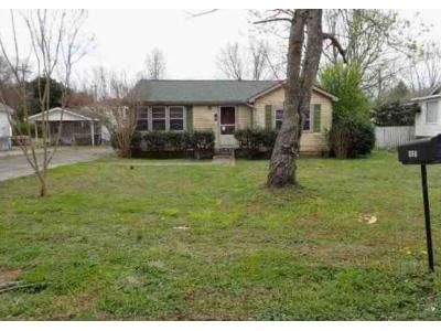 3 Bed 1 Bath Foreclosure Property in Athens, AL 35611 - 1st Ave