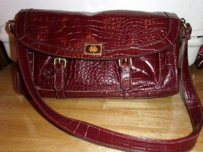 8019 LADIES BURGANDY PURSE WITH BUCKLES
