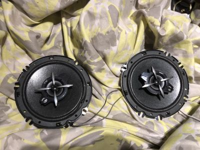 6.5 Sony car speakers w/ covers