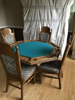 Oak poker table and chairs. Beautiful cond!