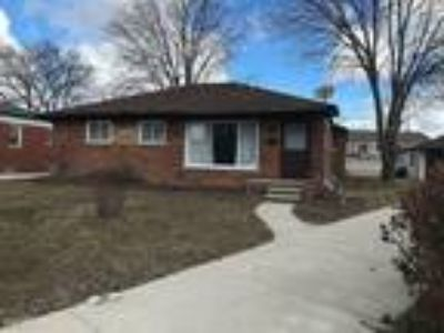 Three BR Three BA In St. Clair Shores MI 48082