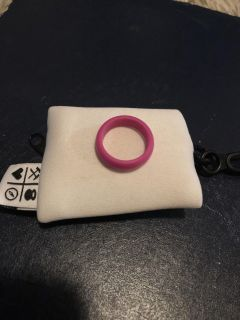 Qalo pink silicone ring