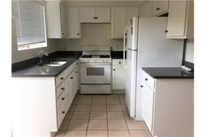 Bright and Spacious 3/2 Townhome in Summerland Triplex