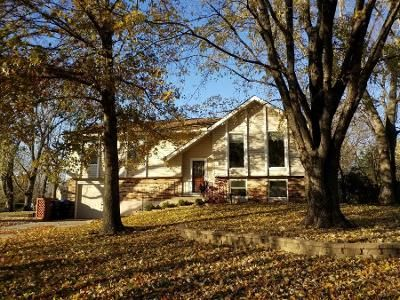 3 Bed 1.0 Bath Preforeclosure Property in Topeka, KS 66614 - SW 22nd Ter