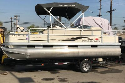 2006 Sun Tracker Fishin' Barge 21 Signature Series
