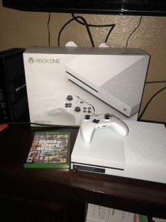 X box one s (500 G with GTA 5