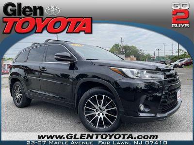 2018 Toyota Highlander SE (Midnight Black Metallic)