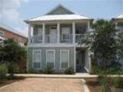 Destin Beach House - Steps to the Gulf! Three BR/Three BA ~ Gated Community ~ Po
