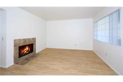 Bright Laguna Niguel, 3 bedroom, 2 bath for rent. Parking Available!