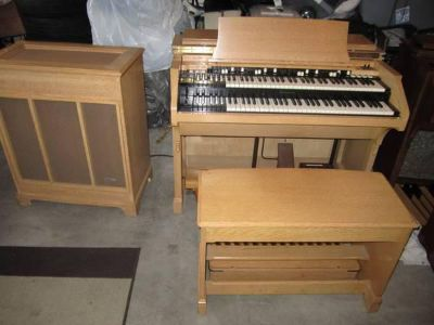 Blond Md. C-3 Hammond Organ For Sale Like New Also Brwn C-3 and B-3 Leslie Spkgtgt