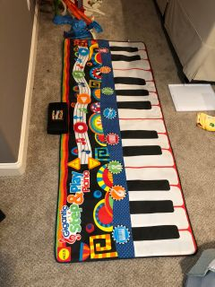 Giant step and play piano
