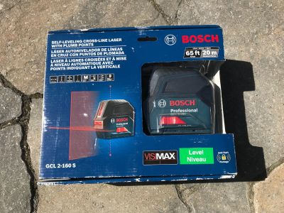 BRAND NEW BOSCH SELF LEVELING CROSS LINE LASER WITH PLUMB POINTS 65 Ft RANGE