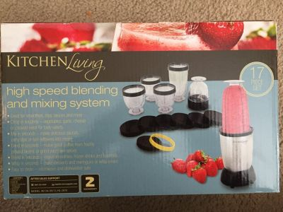 KITCHEN MINI BLENDER (New In Box)