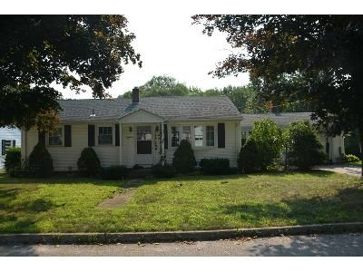3 Bed 1 Bath Preforeclosure Property in West Warwick, RI 02893 - Brookdale Dr