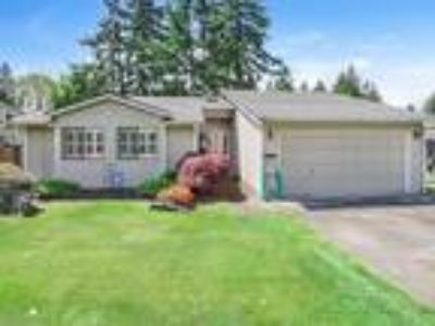 Three BR Rambler with Spacious Open Floor Plan in Puyallup!