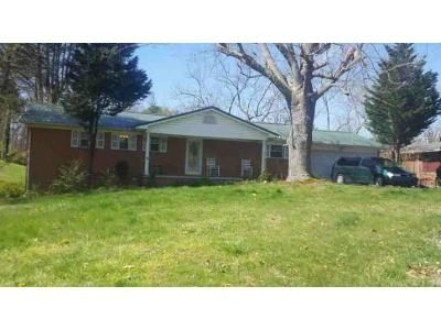 3 Bed 2 Bath Foreclosure Property in Morristown, TN 37813 - Laurel St