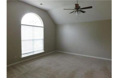 TONS of space in LIKE NEW condition in Shelby Woodlands of . Parking Available!