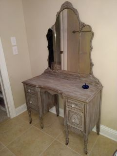 VGUC Antique Vanity from the 1920's