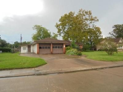 3 Bed 2 Bath Foreclosure Property in Lake Jackson, TX 77566 - Mimosa St