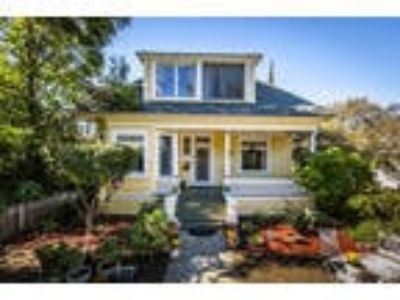 VOILA! SPACIOUS VICTORIAN IN SOUTH REDLANDS NEAR DOWNTOWN! OPEN HOUSE Sunday...