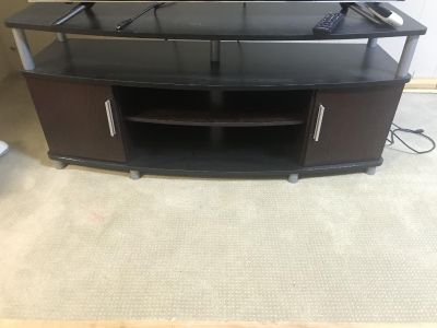TV stand fits up to 60 TV