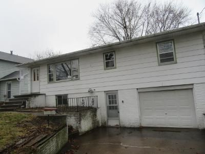 3 Bed 2 Bath Foreclosure Property in Camanche, IA 52730 - 3rd St