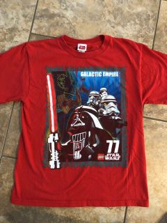 Star Wars Red Short Sleeve Shirt. Nice Condition. Size Large