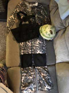Military outfit size m (
