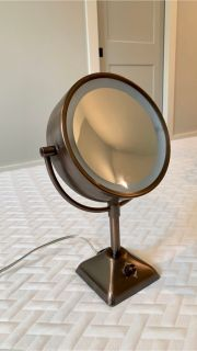 Con Air double-sided magnifying mirror