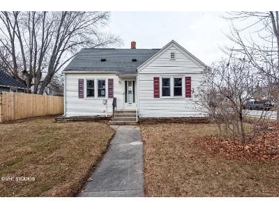 3 Bed 1 Bath Foreclosure Property in Green Bay, WI 54304 - 14th Ave