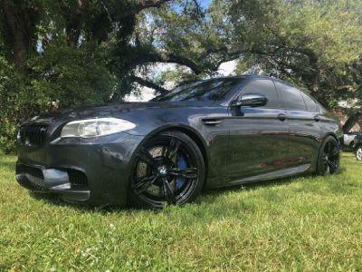 *** 2013 BMW M5 SEDAN LIKE NEW ***