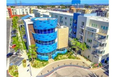 2 bedrooms Apartment - Welcome to Boardwalk by Windsor. Carport parking!