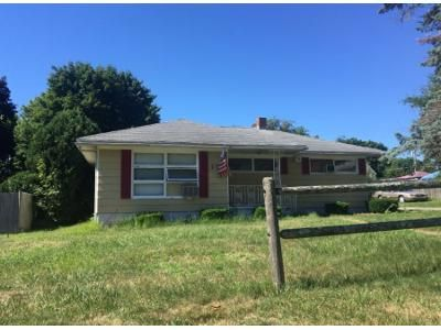 3 Bed 1.0 Bath Preforeclosure Property in Swansea, MA 02777 - Macarthur Rd
