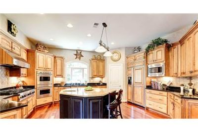 6 bedrooms House - STATELY BRICK COLONIAL ON PRIVATE. Washer/Dryer Hookups!