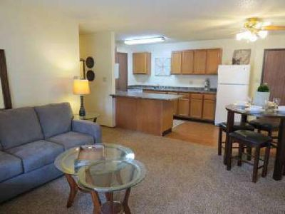 2 Beds - Sun Prairie/Vista Court Apartments