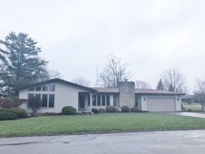 920 West Avenue Kendallville Two BR, A great home in a great